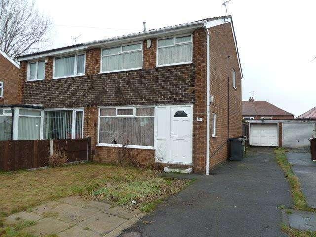 3 Bedrooms Semi Detached House for sale in Swinnow Gardens, Leeds