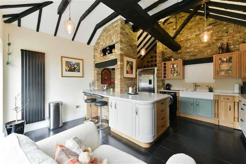 2 Bedrooms Detached Bungalow for sale in Croydon Lane, Banstead, Surrey