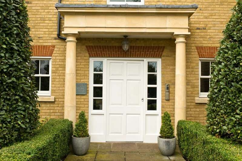 2 Bedrooms Apartment Flat for sale in Parkview Place, More Lane, Esher