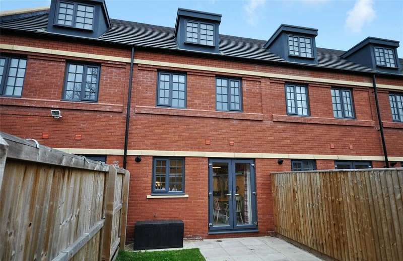 3 Bedrooms Terraced House for sale in Wolsey Island Way, Near Abbey Park, Leicester