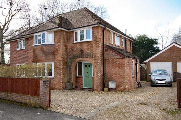 4 Bedrooms Detached House for sale in Priestlands Lane, Lymington SO41
