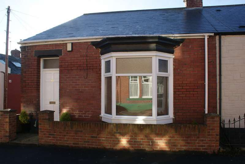 2 Bedrooms Terraced Bungalow for sale in Sandringham Road, Roker