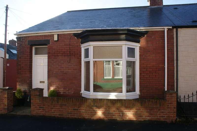 2 Bedrooms Terraced Bungalow for sale in Sandringham Road, Roker