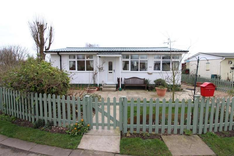 2 Bedrooms Detached Bungalow for sale in Main road, Fitties, Humberston