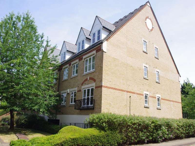2 Bedrooms Flat for sale in Eton House, Anglian Close, WATFORD, Hertfordshire