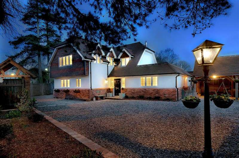 5 Bedrooms Detached House for sale in Pine Trees, Hermitage Lane, Maidstone, ME16 9NS