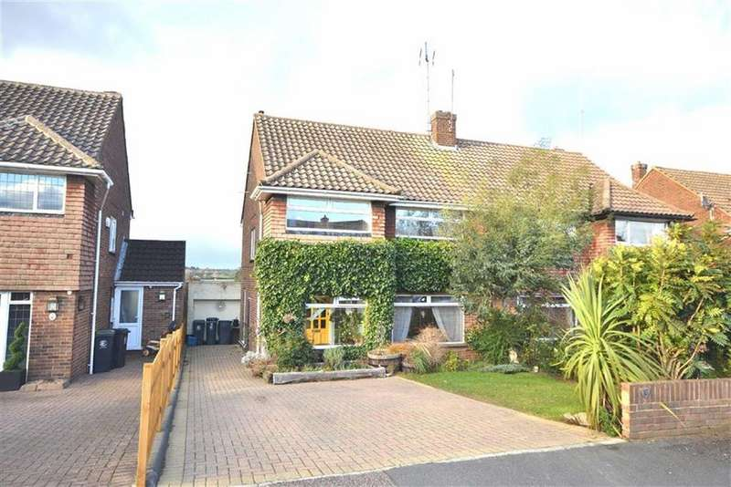 3 Bedrooms Semi Detached House for sale in Field Close, Abridge, Essex, RM4