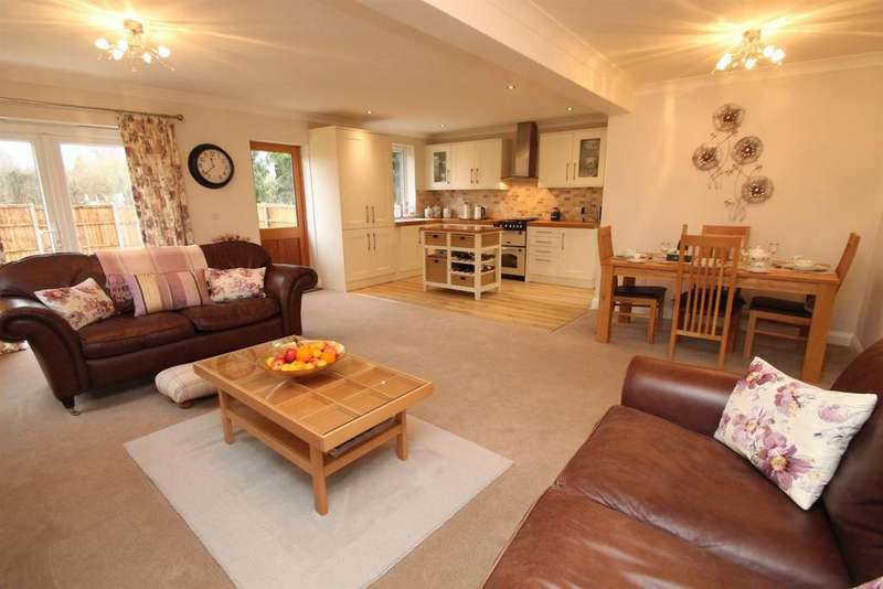 3 Bedrooms Bungalow for sale in Hubbards Lane, Boughton Monchelsea, Maidstone