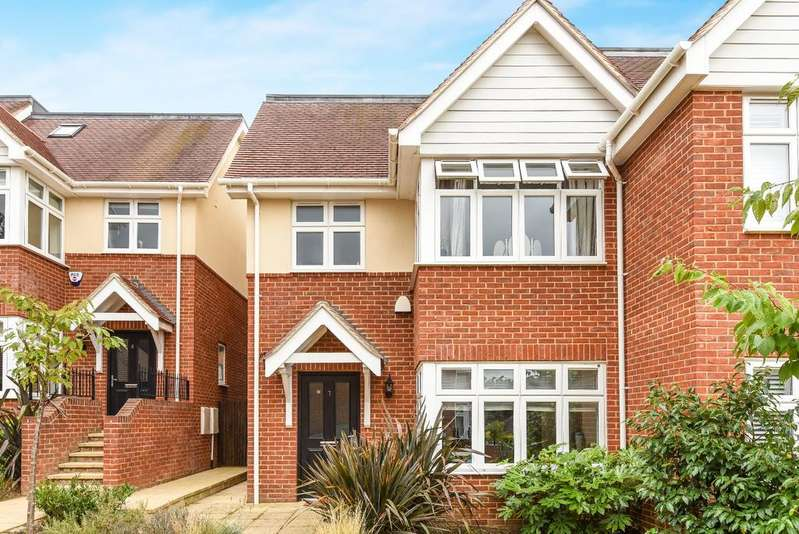 4 Bedrooms Semi Detached House for sale in Milverton Place Bromley BR1
