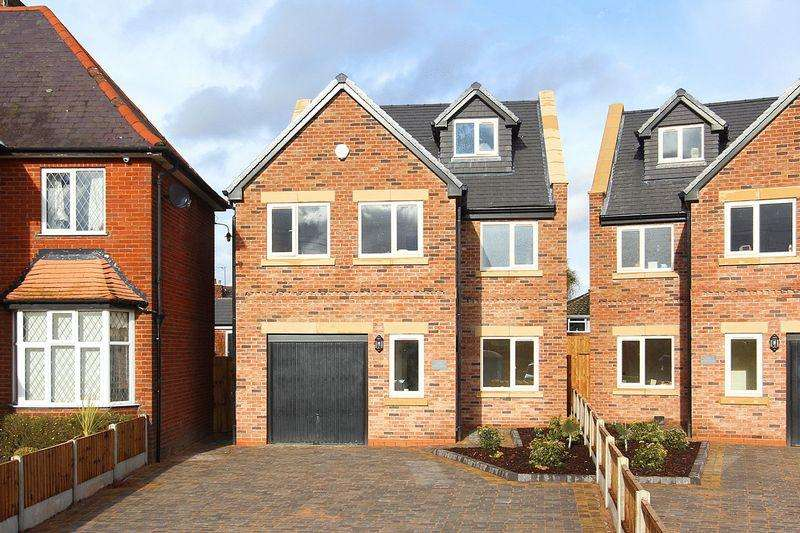 4 Bedrooms Detached House for sale in WOMBOURNE, Bridgnorth Road