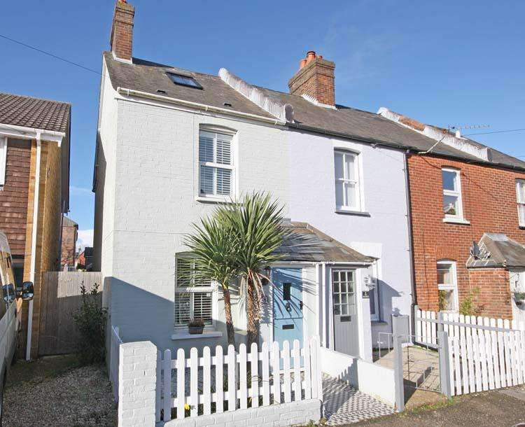 3 Bedrooms End Of Terrace House for sale in Middle Road, Lymington so41