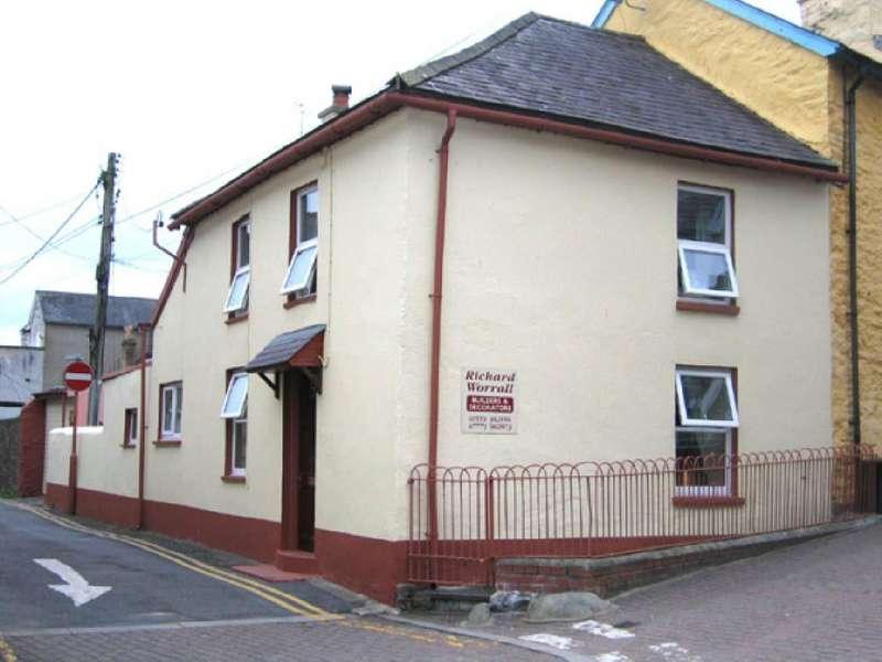 2 Bedrooms Cottage House for sale in Charles Street, Llandysul, Ceredigion