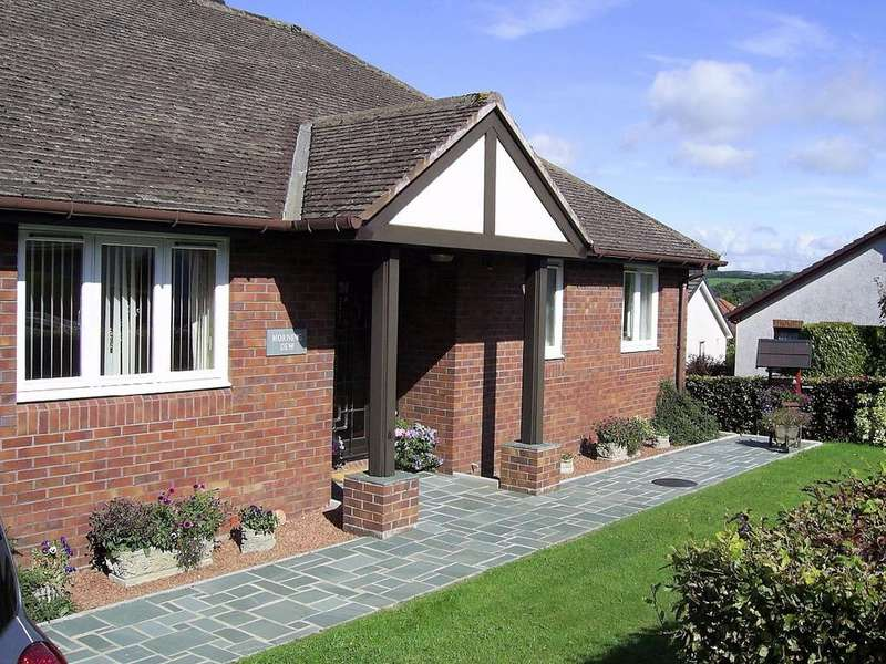 3 Bedrooms Bungalow for sale in 1 Culgarth Close, Cockermouth, CA13 9PP