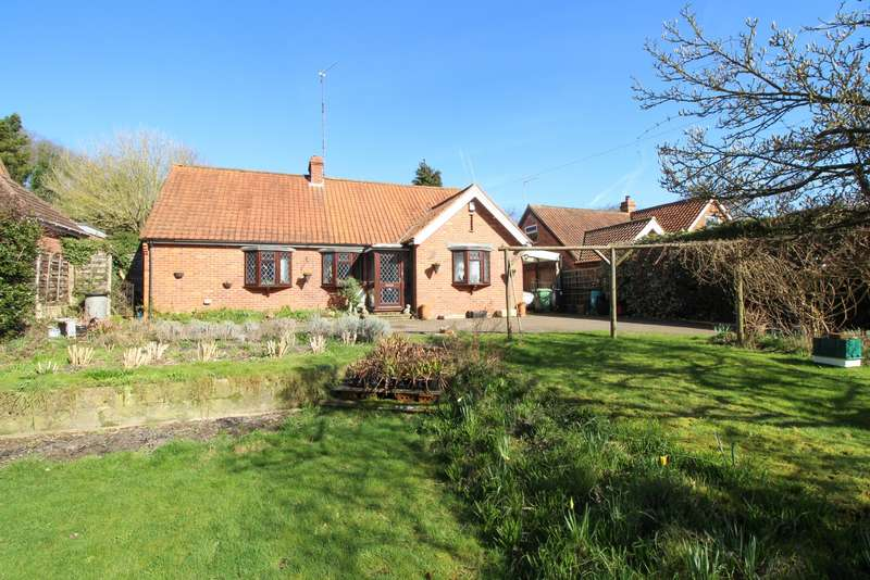 3 Bedrooms Detached Bungalow for sale in Peppard Road, Sonning Common, RG4