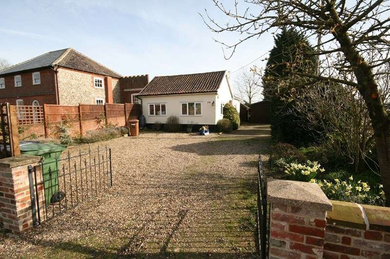 2 Bedrooms Detached Bungalow for sale in The Street, Diss