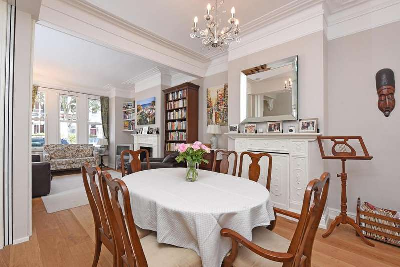 5 Bedrooms Terraced House for sale in Leathwaite Road, SW11