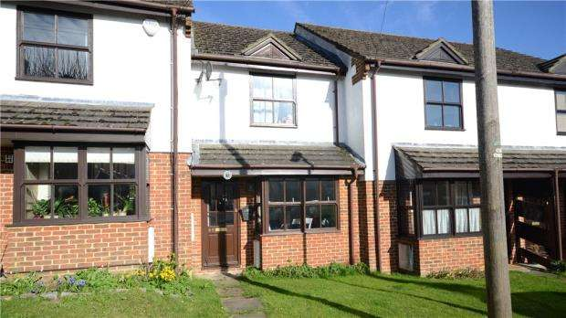 2 Bedrooms Terraced House for sale in Park Road, Farnham, Surrey