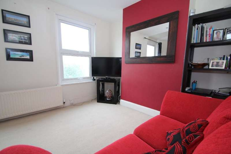 2 Bedrooms Maisonette Flat for sale in St Andrews Road, Portslade, East Sussex, BN41 1DB
