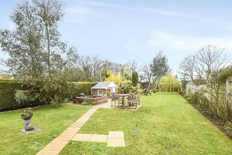 4 Bedrooms Bungalow for sale in Fantastic Bungalow in Hainford, Norfolk