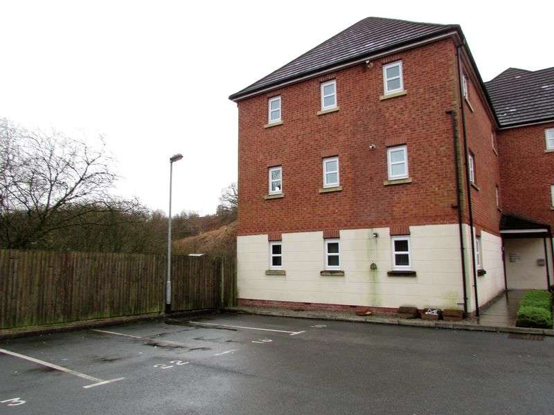 2 Bedrooms Flat for sale in Hartford Drive, Bury