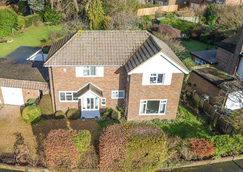 4 Bedrooms Detached House for sale in Taleworth Road, Ashtead