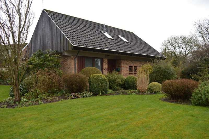 3 Bedrooms Detached Bungalow for sale in Greensward Lane, Arborfield, Reading, Berkshire, RG2 9JN