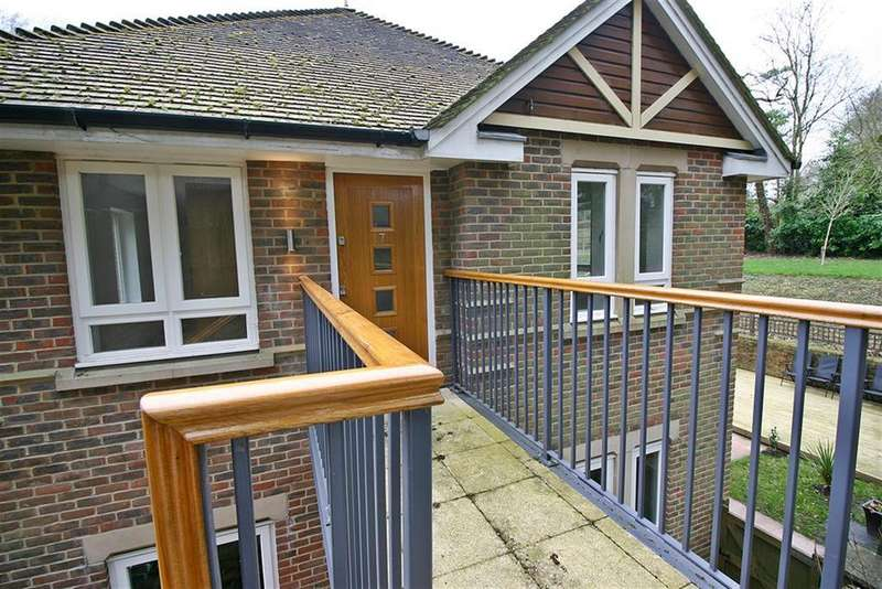 2 Bedrooms Maisonette Flat for sale in Abbey Hill, Netley Abbey, Southampton, SO31 5FA