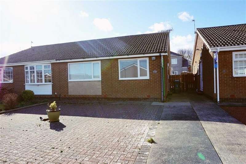 2 Bedrooms Semi Detached Bungalow for sale in Warwick Close, Seghill, Newcastle Upon Tyne, NE23