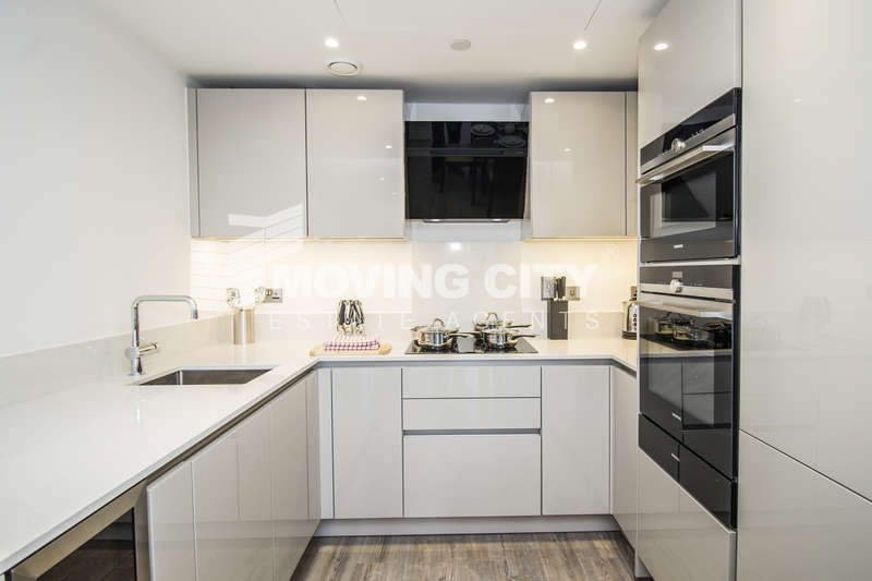 2 Bedrooms Flat for sale in Wiverton Tower, Aldgate Place, Aldgate