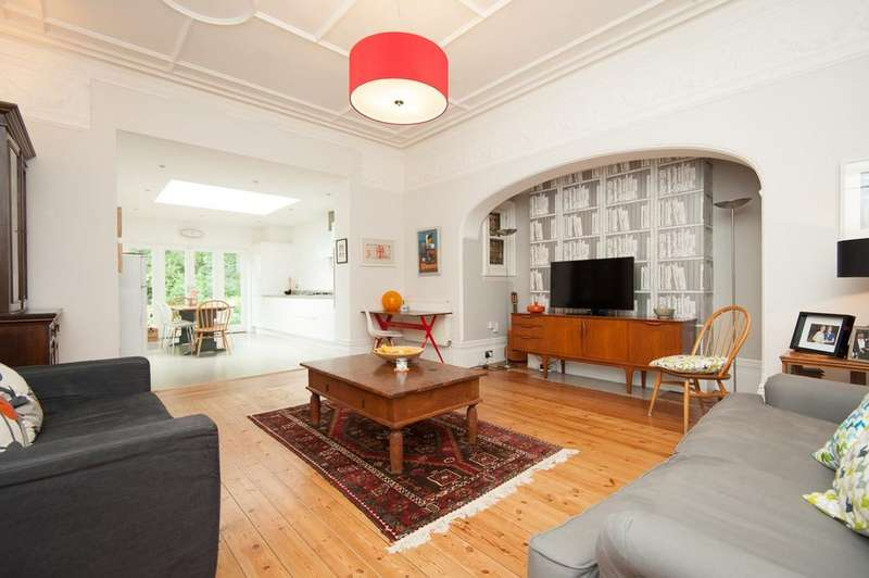 2 Bedrooms Ground Flat for sale in Wilbury Gardens, HOVE, BN3