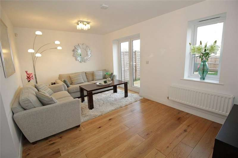 4 Bedrooms Terraced House for sale in Warwick Crescent, Laindon, Essex, SS15