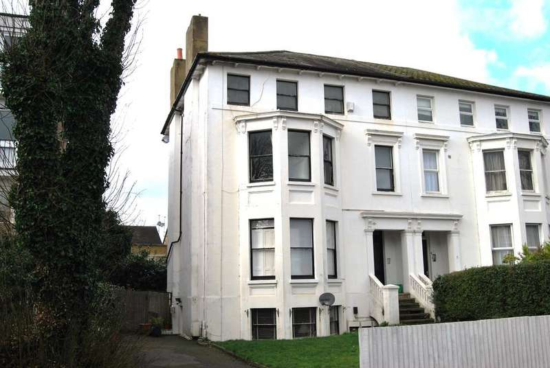 2 Bedrooms Flat for sale in Freelands Road Bromley BR1