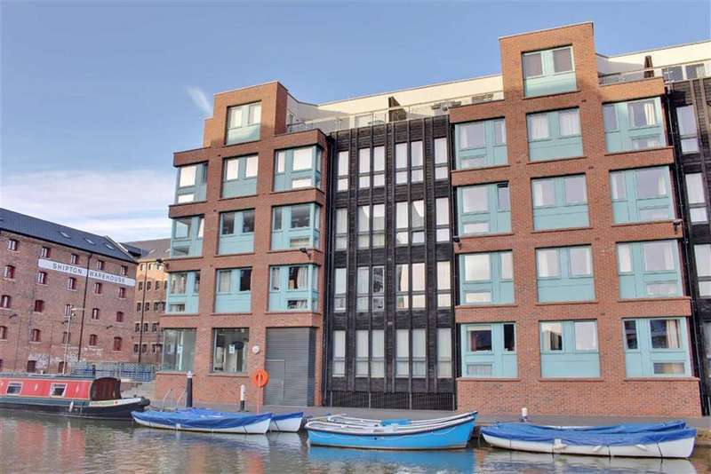 2 Bedrooms Penthouse Flat for sale in Barge Arm, The Docks, Gloucester