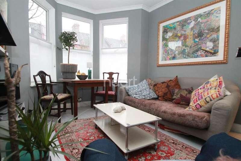 2 Bedrooms Flat for sale in Brettenham Road