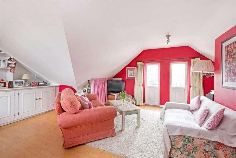 2 Bedrooms Flat for sale in Lavender Gardens, London, SW11