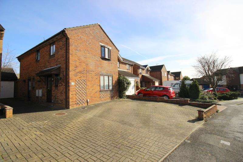4 Bedrooms Property for sale in Boundary Close, Upper Stratton, Swindon