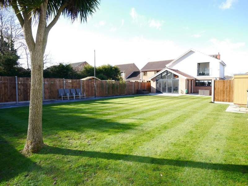 4 Bedrooms Detached House for sale in Laxfield Way, Pakefield