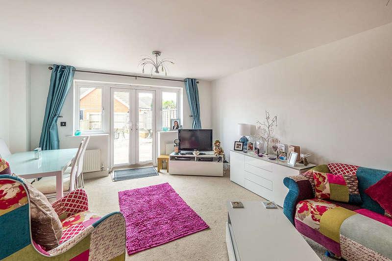 3 Bedrooms Property for sale in Gudgeon Crescent, Hoo, Rochester, ME3