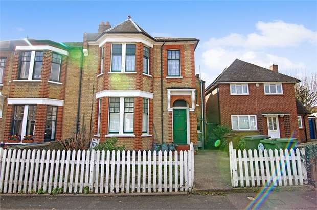 2 Bedrooms Flat for sale in Fraser Road, Walthamstow, London