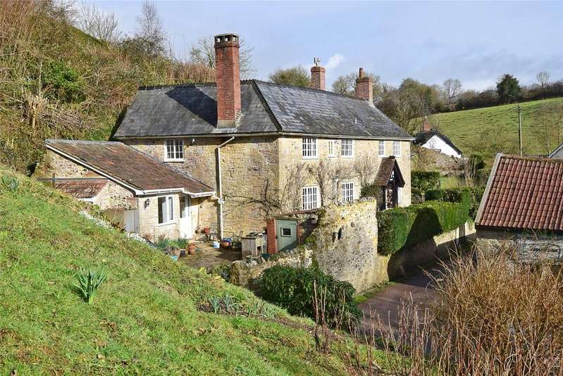 4 Bedrooms Detached House for sale in Membury, Axminster, Devon
