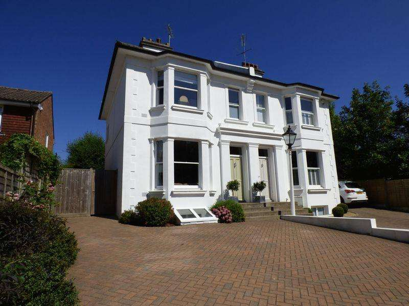 3 Bedrooms Semi Detached House for sale in Whitemans Green, Cuckfield, West Sussex
