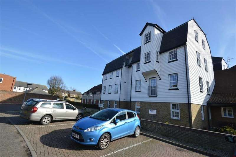 2 Bedrooms Retirement Property for sale in Lucam Lodge, Rochford, Essex