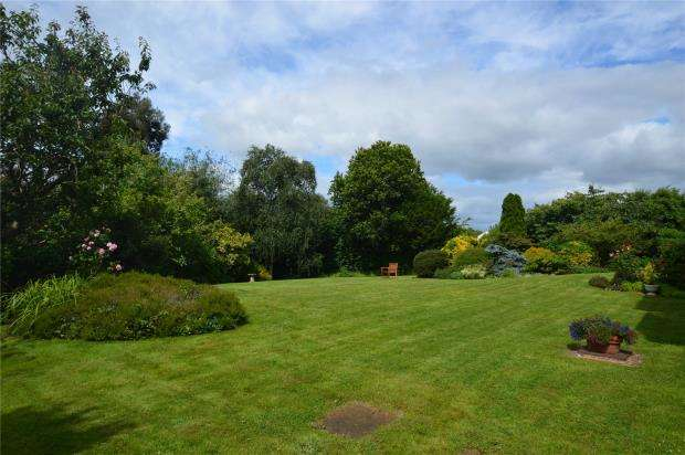 2 Bedrooms Flat for sale in Heron Court, 5 Cranford Avenue, Exmouth, Devon
