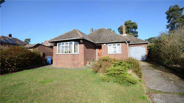 2 Bedrooms Detached Bungalow for sale in Beech Ride, Church Crookham, Fleet