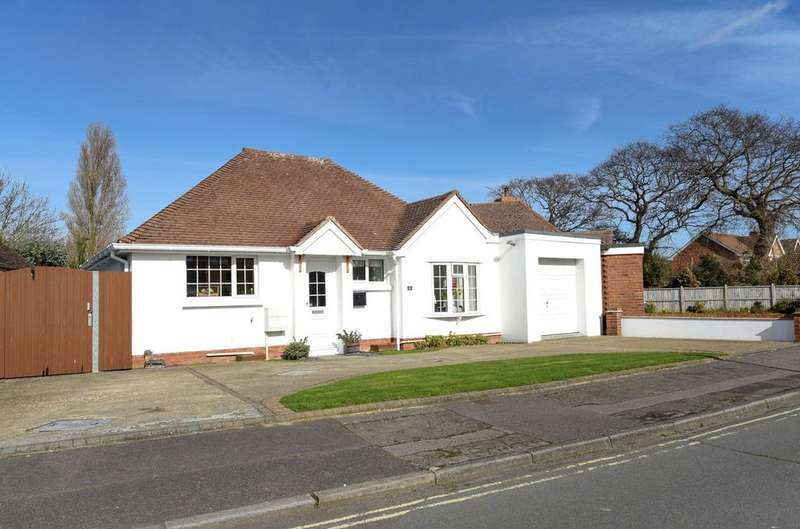 2 Bedrooms Detached Bungalow for sale in Dances Way, Hayling Island, PO11