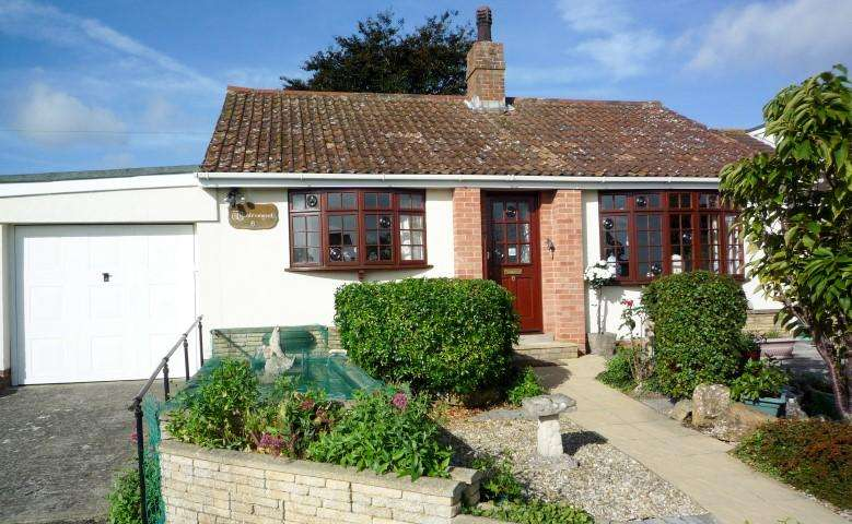 2 Bedrooms Detached Bungalow for sale in Martyn Close, Combwhich TA5