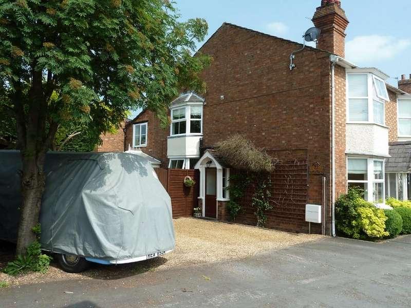 3 Bedrooms Semi Detached House for sale in Warwick Road, Wellesbourne