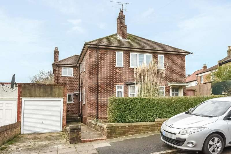 2 Bedrooms Maisonette Flat for sale in Torrington Grove, North Finchley, N12