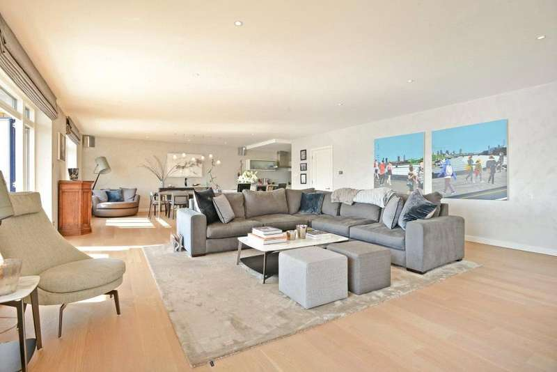 3 Bedrooms Flat for sale in Wapping High Street, St Hildas Wharf, London, E1W