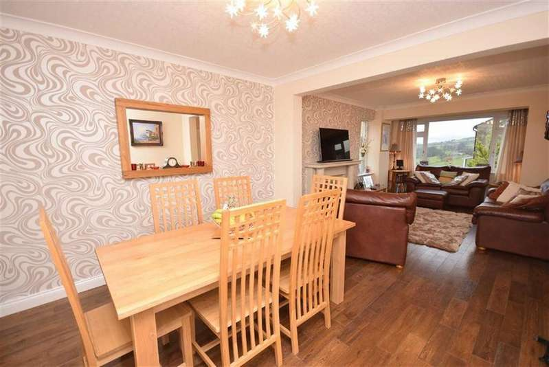 3 Bedrooms Detached House for sale in Castle Road, Colne, Lancashire
